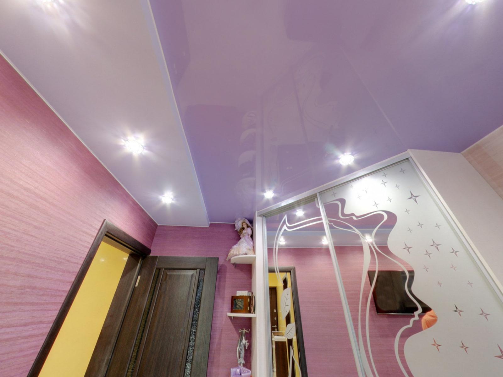idées de décoration de couloir de plafond suspendu