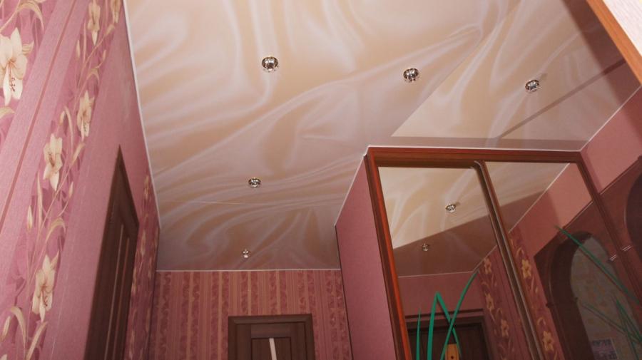 plafond suspendu dans les idées de conception de couloir