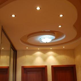 plafond tendu dans la photo intérieure du couloir