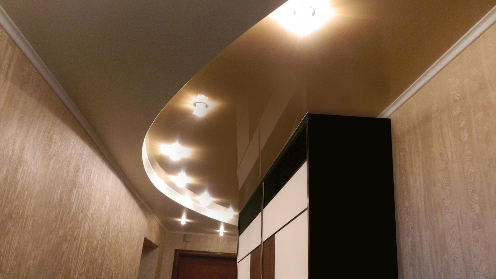 plafond suspendu à l'intérieur du couloir