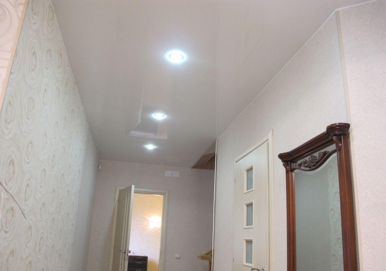 plafond tendu dans le couloir types de conception