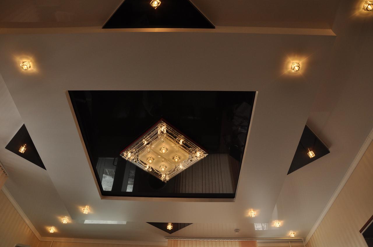 plafond tendu dans le couloir