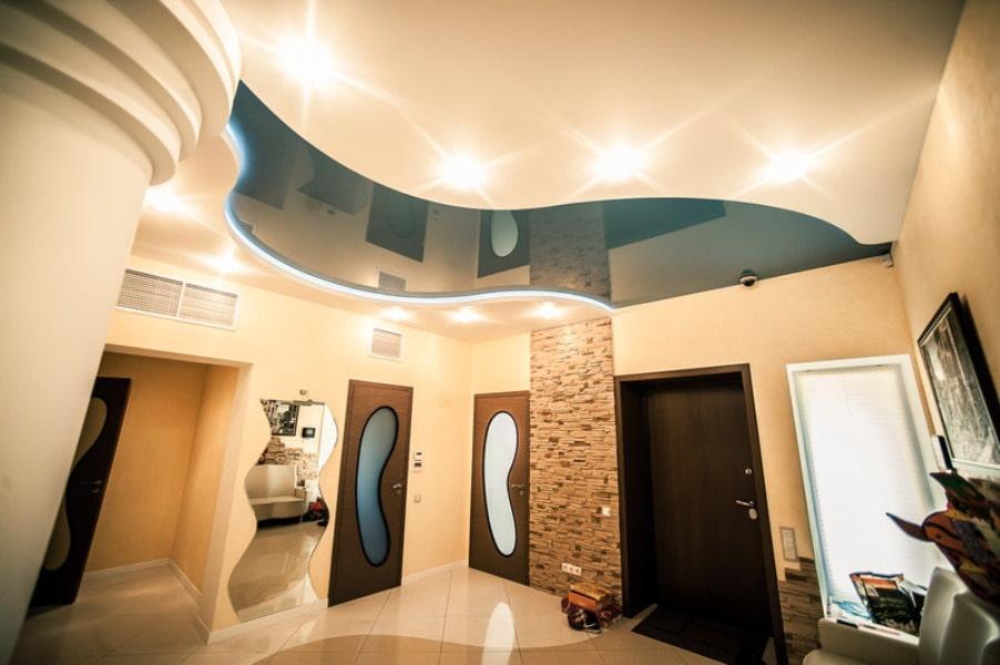 idées de conception de couloir de plafond suspendu