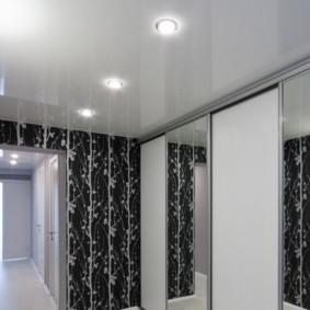 conception de photo de couloir de plafond tendu