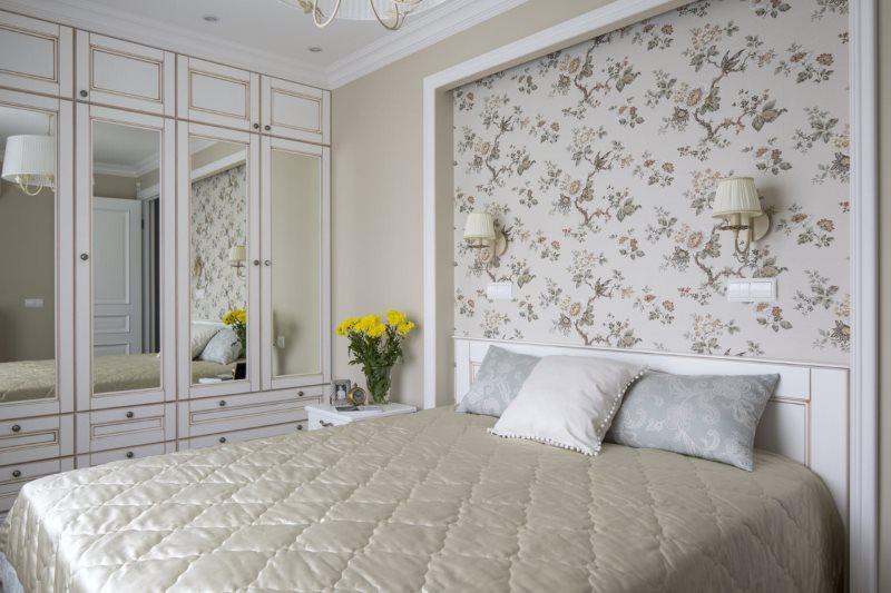Décor de niches de papier peint sur le lit