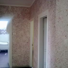 papier peint uni dans le couloir