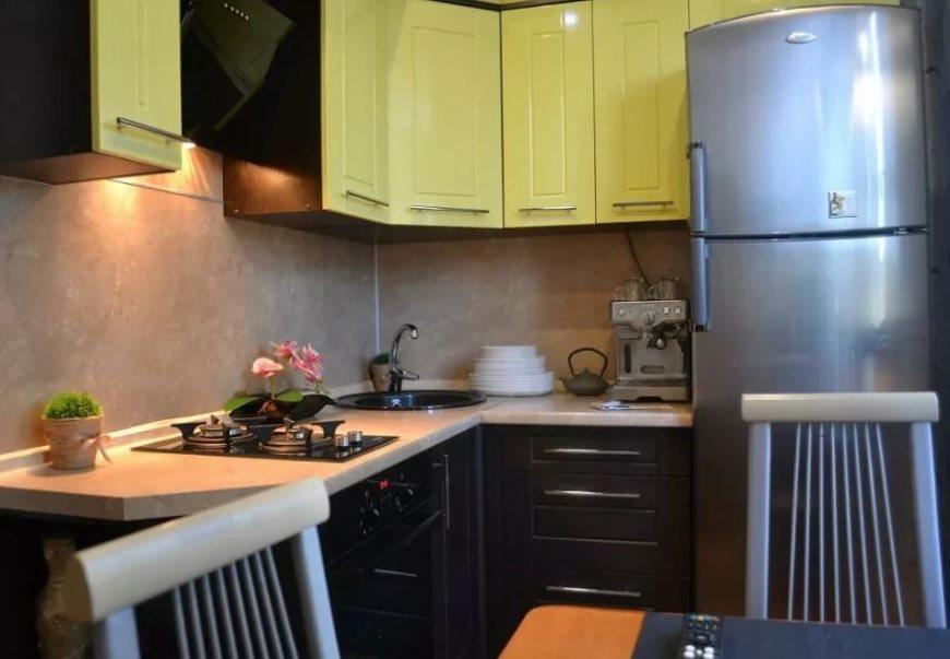 Éclairage de la zone de travail de la cuisine avec une superficie de 6 carrés