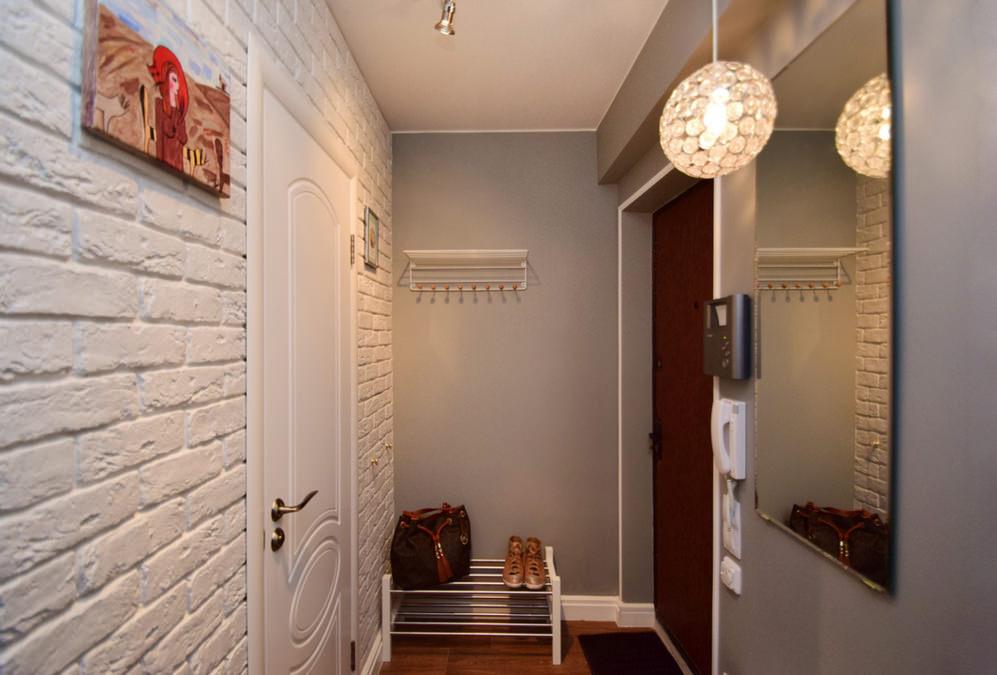 couloir dans un appartement de maison de panneau