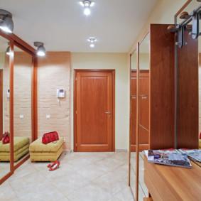 couloir dans un appartement dans une maison à panneaux options photo