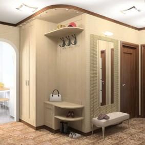 couloir dans un appartement dans un intérieur de maison de panneau