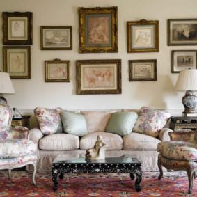 Décor de peintures murales sur le canapé