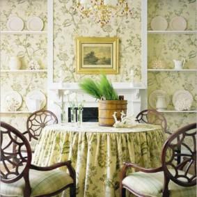 Nappe sur une table à manger dans une cuisine de style provençal