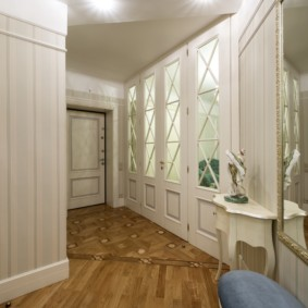 Couloir étroit de style provençal