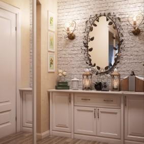 Miroir ovale dans un beau cadre