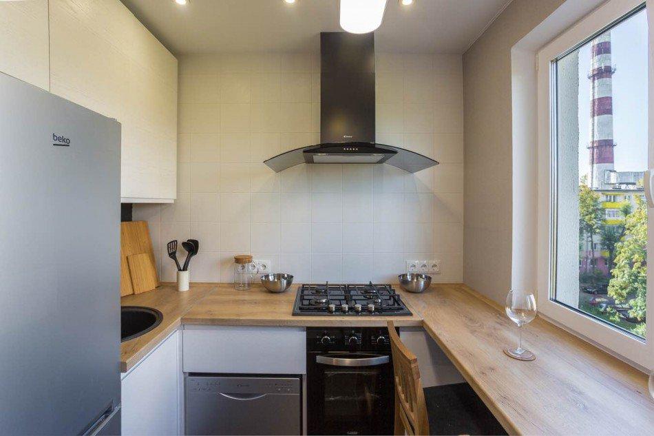 Plan de cuisine en U de 6 m² dans l'ancien Khrouchtchev