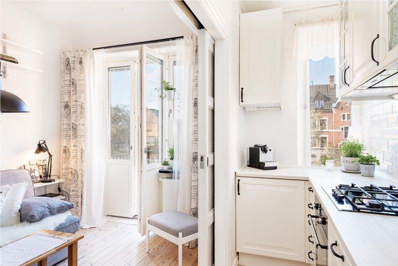 Porte coulissante entre la cuisine et le salon