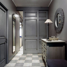 hall d'entrée moderne dans un appartement dans une maison à panneaux