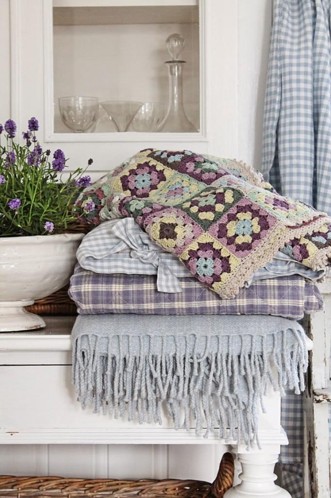 Textile naturel dans un intérieur de style provençal