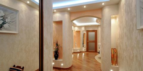 papier peint liquide dans un grand couloir