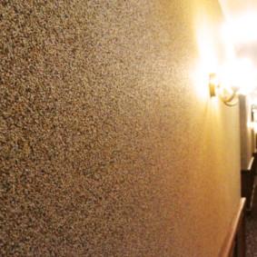 papier peint liquide dans le couloir de la maison