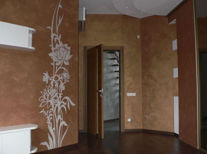 papier peint liquide dans le couloir avec un motif