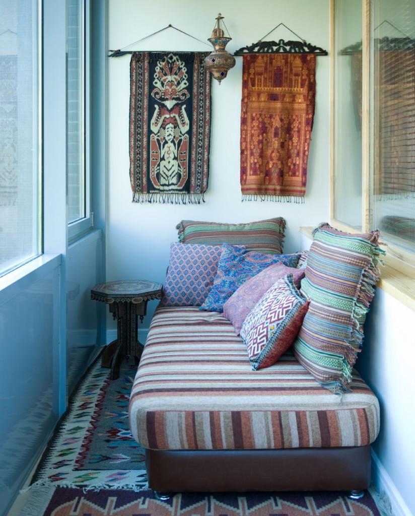 Intérieur de balcon résidentiel de style ethnique