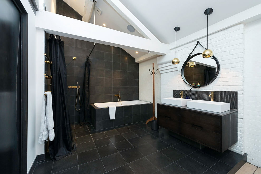 Intérieur de la baignoire grenier noir et blanc