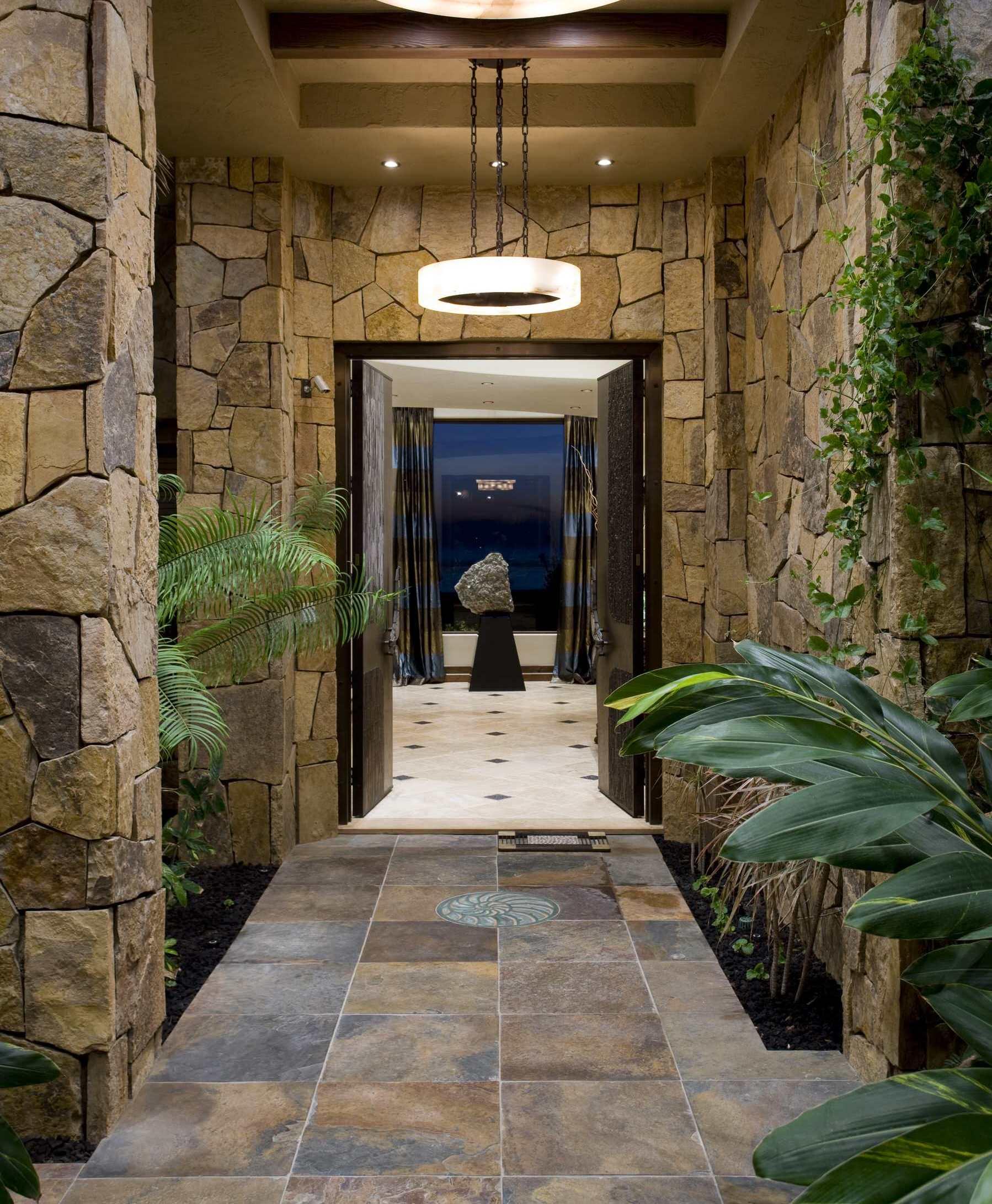 pierre décorative dans le couloir