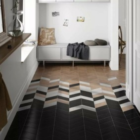 examen de la conception du plancher du couloir