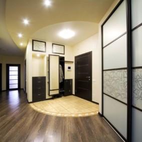 Revue de sol design dans le couloir