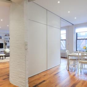 Cloison en placoplâtre légère dans l'appartement