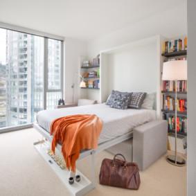Fenêtre panoramique dans la chambre