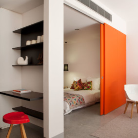 Cloison coulissante orange