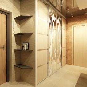 Meubles d'armoire dans un couloir spacieux