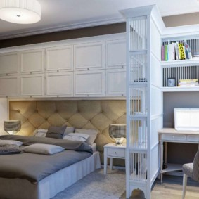 Chambre avec bureau de style néoclassique