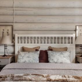 Décor d'une chambre dans une maison en bois
