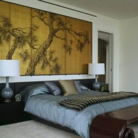 Panneau en bois sur le mur de la chambre