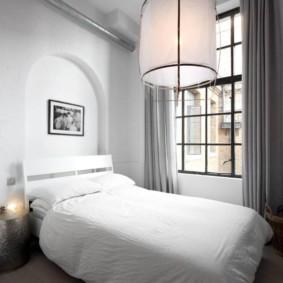 Immense lampe avec abat-jour en tissu