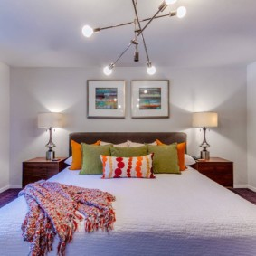 Chambre solide avec plafond bas