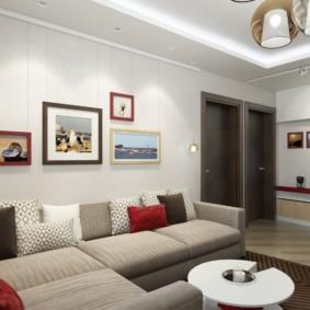 Décoration murale sur le canapé dans un appartement moderne