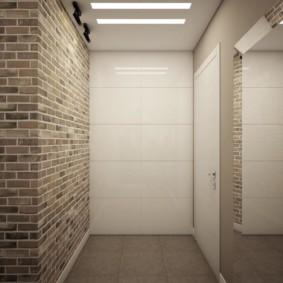 Mur de briques dans le couloir sans meubles