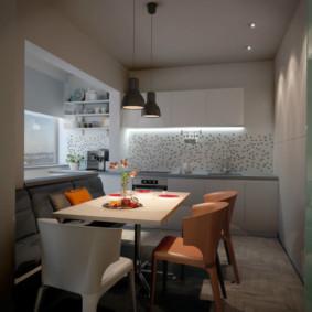 Différentes chaises dans la salle à manger de la cuisine