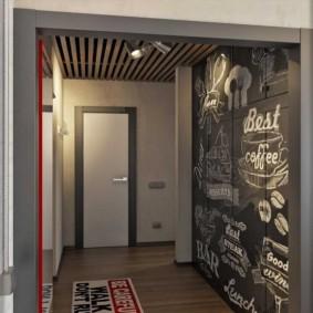 Mur d'ardoise à l'intérieur du couloir