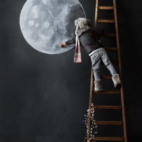 Dessin de la lune sur un tableau noir