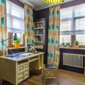 Motif coloré sur de beaux rideaux
