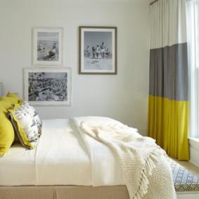 Rideaux combinés dans une petite chambre