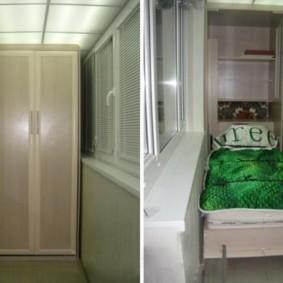 Lit armoire à l'intérieur du balcon