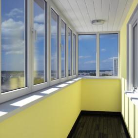 Murs lumineux du balcon isolé