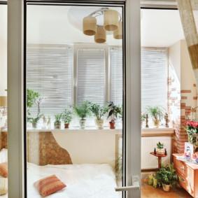 Porte de balcon en plastique blanc
