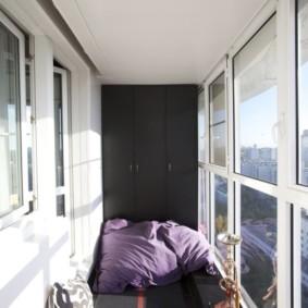Mur noir au bout du balcon